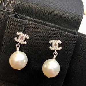 New Chanel 2020 Pearl CC Earrings